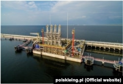 Польський LNG-термінал у польському місті Свіноуйсцє. Фото з сайту polskielng.pl