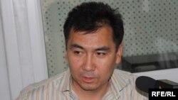 """Равшан Жээнбеков """"Азаттыктын"""" студиясында, 20-май, 2010."""