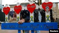 Мемориал жертв взрыва на Бостонском марафоне 2013 г