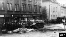 Главная боевая операция Варшавского пакта, вторжение в Чехословакию в августе 1968, расколола балканские страны