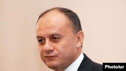 Министр обороны Армении Сейран Оганян на встрече в ЕГУ, 25 января 2010 г.