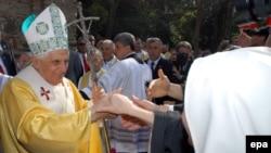 Вопреки бурным протестам мусульманской общественности Бенедикт XVI съездил в Малую Азию. Но в Россию понтифика пока не зовут