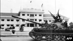 Հյուսիսային Վիետնամի բանակը ներխուժում է Հարավային Վիետնամի մայրաքաղաք Սայգոն (ներկայիս Հոշիմին), 30-ը ապրիլի, 1975թ.