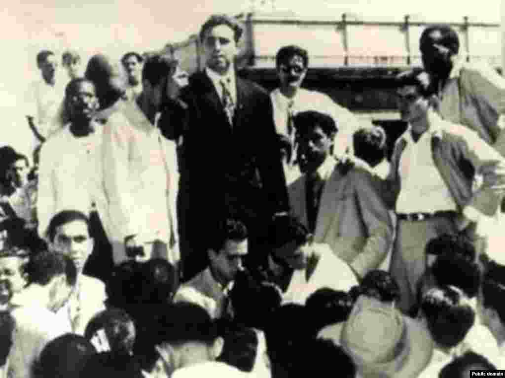 Гавана, студентський протест, 1947 рік (у центрі в чорному піджаку)