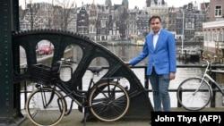 Михеил Саакашвили позирует для фотосессии, Амстердам, 7 марта 2018 года