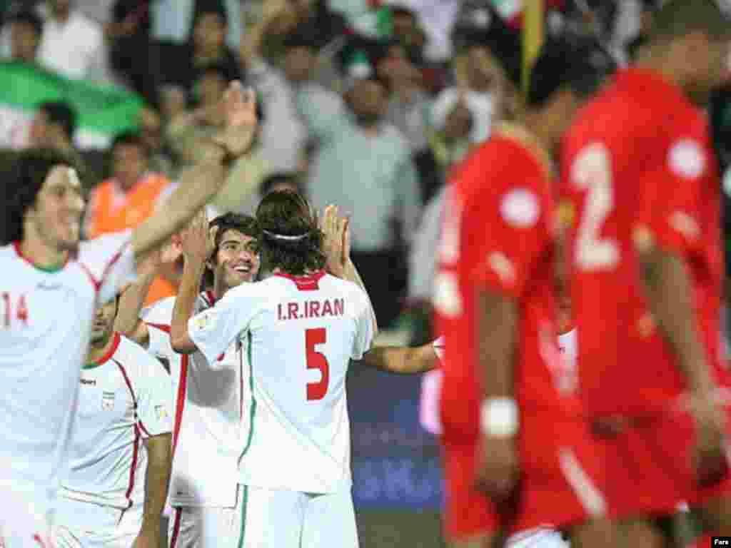 تیم ملی فوتبال ایران در ۱۹ مهر ماه ۹۰ در ورزشگاه آزادی، شش بر صفر بحرین را شکست داد. این دیدار در چارچوبرقابتهای گروهی از دور مقدماتی جام جهانی ۲۰۱۴ در منطقه آسيا، انجام شده بود.