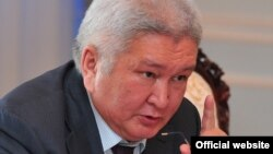 "Лидер фракции ""Ар-Намыс"" Феликс Кулов, Бишкек, 5 июля 2012 года."