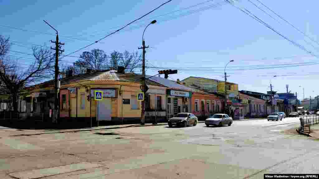 В 1981 году появляются первые упоминания улицы Караимской. В 1955 году она была переименована в честь героя Гражданской войны, командира Александра Пархоменко