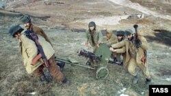 Баі паміж армянскімі і азербайджанскімі часткамі ў раёне Лачынскага калідора ў 1992 годзе. Атрад выпраўляецца на перадавую.