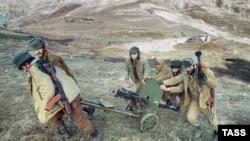 В 1992 году между армянскими и азербайджанскими частями шли упорные бои в районе Лачинского коридора. На снимке: отряд направляется на передовую.