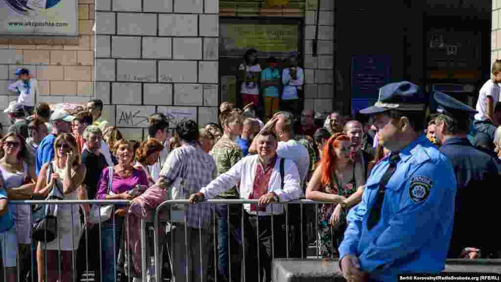 Багатьом глядачам так і не вдалося побачити Парад через великий натовп