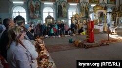 Празднование Пасхи в храме святых равноапостольных князей Владимира и Ольги Православной церкви Украины в Симферополе, 28 апреля 2019 года