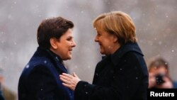 Premierul polonez Beata Szydlo și cancelara germană Angela Merkel, Varșovia, 7 februarie 2017.