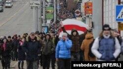 «Арамтамақ еместер» шеруіне қатысушылар. Витебск, Беларусь, 26 ақпан 2017 жыл.