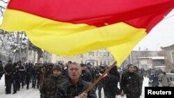 Несмотря на острую полемику, разгоревшуюся вокруг проекта договора, никто из политических сил Южной Осетии не ставит под вопрос необходимость интеграции с Россией