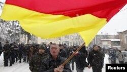 Бум партийного строительства, которым в Южной Осетии гордятся, как верной приметой демократизации общества, теперь все чаще находит и другие объяснения