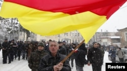 Первая Конституция была принята на 10 лет раньше – в декабре 1991 года Верховным советом Южной Осетии