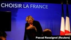 Хонум Ле Пен шикасташро эътироф кард.