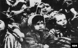 Нацистер Освенцим концлагерінде тұтқында ұстаған балалар. Қаңтар, 1945 жыл.