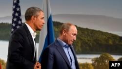 ABŞ-nyň prezidenti Barak Obama (ç) we Orsýetiň prezidenti Wladimir Putin (s)