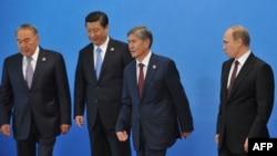 Киргизия, Россия и Китай входят в Шанхайскую организацию сотрудничества (ШОС). Экономической конкуренции это не мешает
