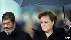German Chancellor Angela Merkel (right) with Egyptian President Muhammad Morsiin Berlin on January 30.