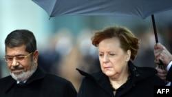 German Chancellor Angela Merkel (right) with Egyptian President Muhammad Morsiin Berlin on January 30.