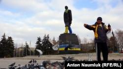 Ленина в Краматорске не снесли, но раскрасили