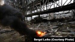 «Кіборги» під обстрілом забирають тіло танкіста