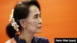 آنگ سان سوچی به خاطر واکنش خود در قبال خشونتها علیه اقلیت مسلمانان روهینگیا تحت انتقاد شدید بینالمللی قرار دارد.