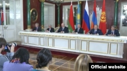 Russia -- The presidents of Armenia, Russia, Belarus, Kazakhstan and Kyrgyzstan hold a joint news conference after a Eurasian Economic Union summit, Moscow, 23Dec2014