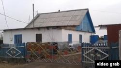 Дом семьи Жансенгировых в селе Максимовка Акмолинской области. 23 октября 2013 года.