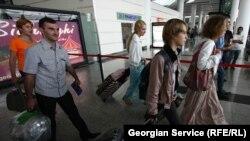 მოსკოვი-თბილისის პირდაპირი ავიარეისის მგზავრები თბილისის საერთაშორისო აეროპორტში