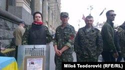 """Aleksandar Konuk sa dobrovoljcima """"Desnog sektora"""""""