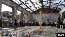 A cross at the site of the 2004 Beslan school siege.