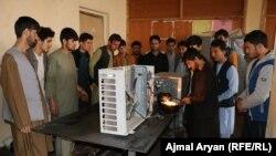 ریاست کار و امور اجتماعی ولایت کندز برای حدود ۳۵۰ جوان زمینه آموزش حرفه را فراهم کرده است.