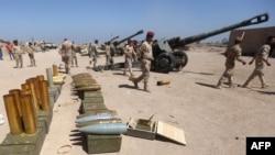 جنود عراقيون يستعدون لقتال داعش في الكرمة بمحافظة الأنبار - 26 نيسان 2015