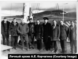 Испытатели на Новоземельском полигоне. Евгений Корчагин - третий слева