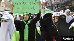 Иорданиялык аялдар саясий реформаны талап кылган демонстрацияда. 2012-жыл.