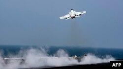 ABŞ-ın F/A-18E Super Hornet döyüş təyyarəsi (Foto rxivdəndir)