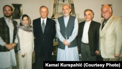 Foto iz arhive Kemala Kurspahića: Autor (desno) u ljeto 2003. godine u posjeti Kabulu u susretu s predsjednikom Afganistana Hamidom Kharzaijem.