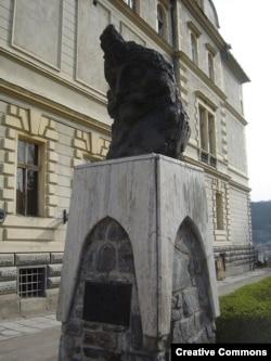 Бюст Влада III в его родном городе Сигишоара (Румыния)