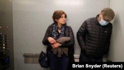 Qan xərçəngi olan Maziar Hashemi (sağda) həyat yoldaşı Fereshteh ilə Bostonda xəstəxanada