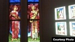 """Декоративно-прикладное искусство прерафаэлитов. Витраж Эдварда Бёрн-Джонса """"Ангел с лютней"""""""