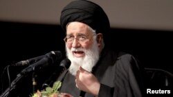 روز جمعه احمد علمالهدی، امام جمعه مشهد، محمد خاتمی را «عمله فتنه» خطاب کرد.