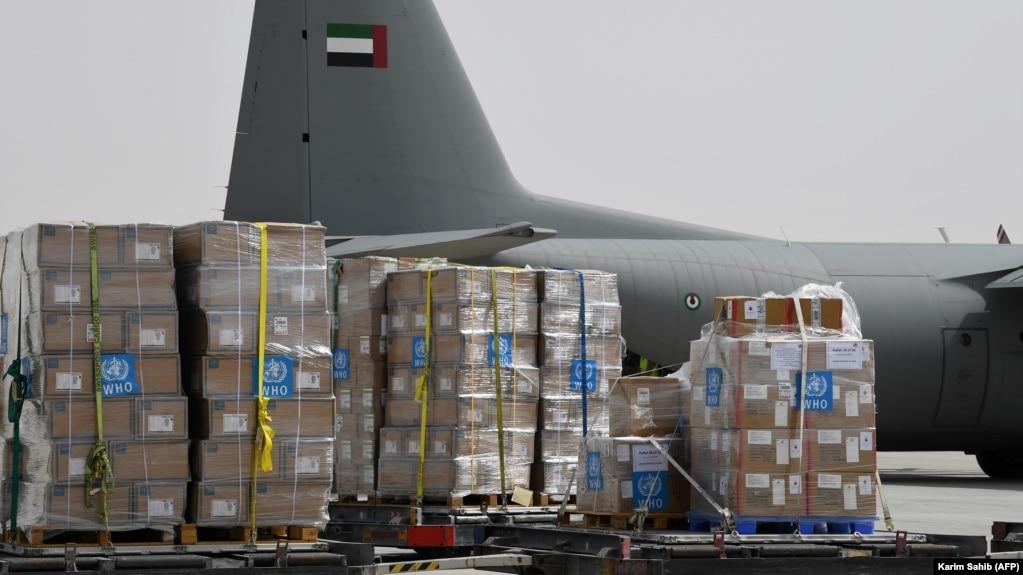 تجهیزات سازمان جهانی بهداشت برای ایران در حال بارگیری در دبی امارات