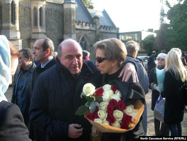 Борис Березовский и Марина Литвиненко 23 ноября 2007-го года в Лондоне, в 1-ю годовщину смерти Александра Литвиненко