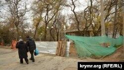 Строительные работы в Детском парке в центре Севастополя, 20 декабря 2020 год