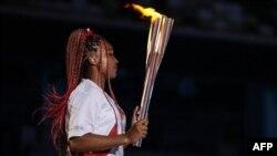 Наомі Осака брала участь у запаленні олімпійського вогню під час церемонії відкриття Олімпійських ігор у Токіо