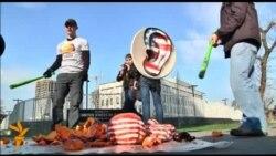 Активісти били гарбузи під посольством США